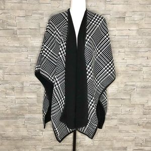 Nicole Miller black and white fleece cape